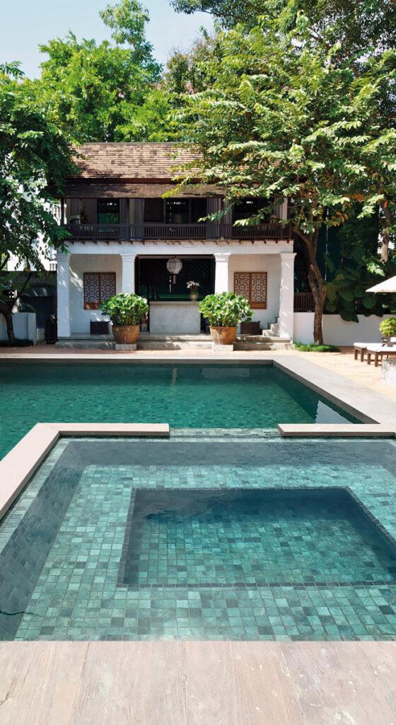 piscine mosaïque beige
